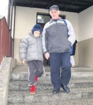 Dagmar Siemiątkowski chce, by jego syn Gabriel nadal chodził do małej i bezpiecznej szkoły, foto: Edyta Szewczyk