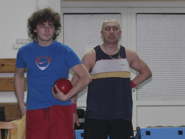 Arkadiusz Stachecki (z tyłu) i Patryk Mudlaff z Zatoki Puck
