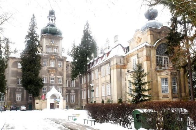 Pałac i park w Iłowej Żagańskiej o każdej porze roku wygląda pięknie. Także otulone śnieżną kołderką...