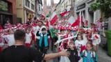 """Do boju Polacy! Niech biało-czerwonych poniesie utwór """"Jesteśmy z Wami"""". Autorem słów jest Marek Fibic z Pszowa, a wykonuje zespół Głębia"""