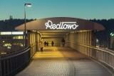 Szyld na stacji SKM Gdynia Redłowo powrócił. Zachwyca formą dzięki Stowarzyszeniu Traffic Design