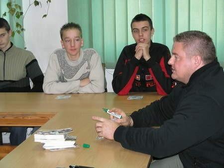 Sławomir Toczek, reprezentujący Chojnice, wicemistrz Polski Strong Man z młodzieżą czerskiego liceum.