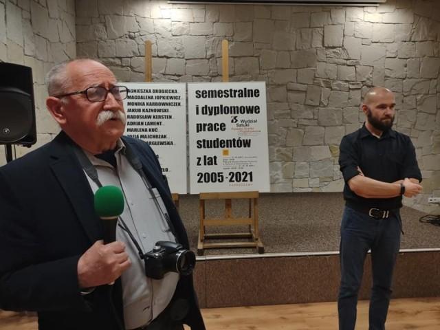 O wystawie mówił profesor Jan Trojan,  wykładowca akademicki Wydziału Sztuki radomskiego uniwersytetu, pomysłodawca i organizator ekspozycji.