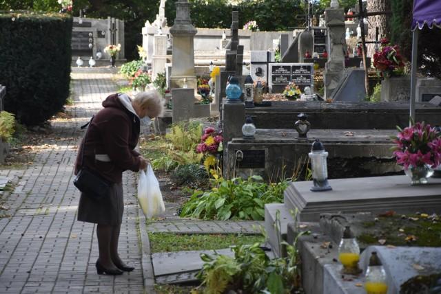 W Miejskim Zarządzie Cmentarzy przyznają, że tarnowskie nekropolie odwiedza mniej mieszkańców niż w ubiegłym roku o tej porze