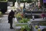Tarnowskie cmentarze w okresie przed Wszystkimi Świętymi. W jakich godzinach są otwarte?
