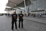 """Wrocław. """"Mam bombę w bagażu"""". Ten głupi żart na lotnisku sporo go kosztował..."""