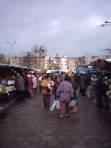 Wrocław. Zobaczcie archiwalne już zdjęcia z targowiska na placu Grunwaldzkim. Robiliście tam zakupy?