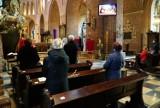 Pierwsza niedziela z nowymi obostrzeniami w poznańskich kościołach. Zobacz zdjęcia