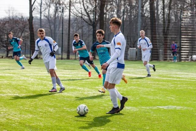 Mecz Centralnej Ligi Juniorów U-18 Hutnik Kraków - UKS SMS Łódź
