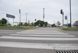 Malbork. Piesi na drodze krajowej potrzebują zielonego światła, które paliłoby się dłużej. Czy GDDKiA spełni ten postulat?
