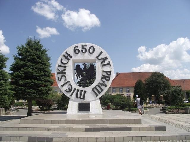 Obelisk postawiony z okazji rocznicy nadania praw miejskich w Drezdenku