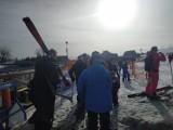 Wiosenna temperatura i środek tygodnia nie straszne narciarzom. W Zieleńcu tłumy