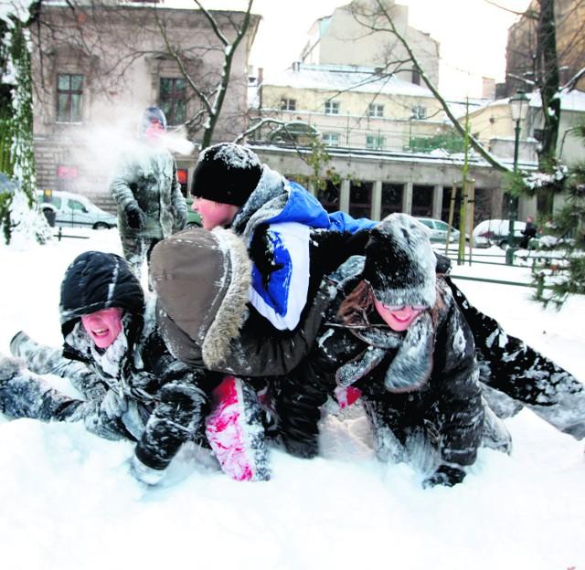 Zima to nie tylko kłopoty. Wiele frajdy mają dzieciaki
