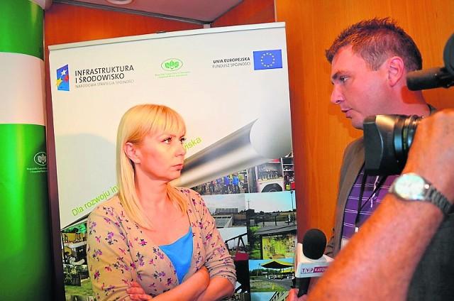 Minister Elżbieta Bieńkowska pod ostrzałem dziennikarskich pytań podczas konferencji prasowej w katowickim WFOŚiGW