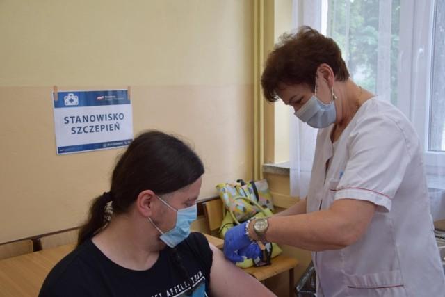Sondaż: Coraz mniej Polaków deklaruje chęć przyjęcia szczepionki na koronawirusa
