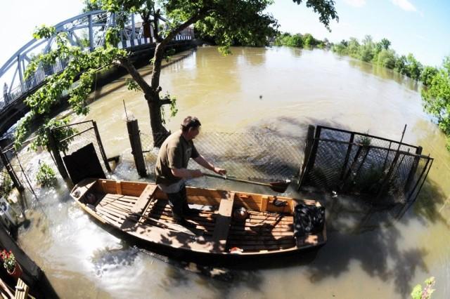W maju 2010 roku było ciężko. Powódź niszczyła nasze domy, pola, drogi. Walczyliśmy dzielnie z żywiołem