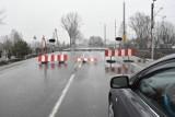 Przejazd kolejowy na ulicy Legnickiej jest nadal zamknięty [ZDJĘCIA]