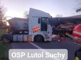 Zderzenie ciężarówek na drodze między Świebodzinem a Trzcielem. Z naczepy jednej z nich na drogę wysypał się towar