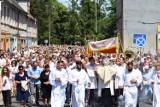 Procesja Bożego Ciała w Żarach. Tak wyglądały obchody święta 5 lat temu. Zobacz unikatowe zdjęcia tłumów na ulicach miasta