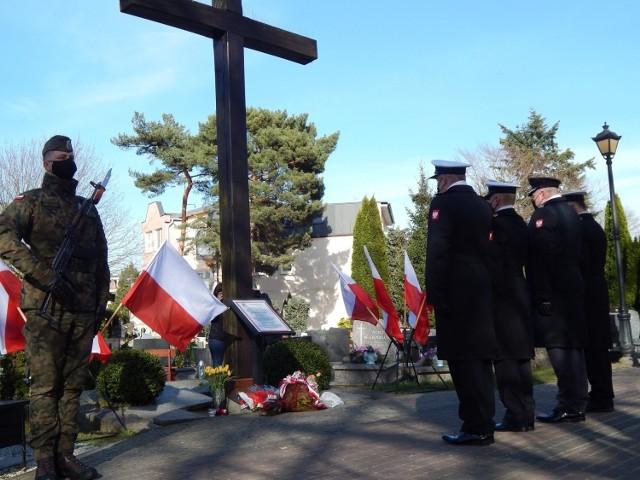 Uroczystości przed Krzyżem Katyńskim w Ustce