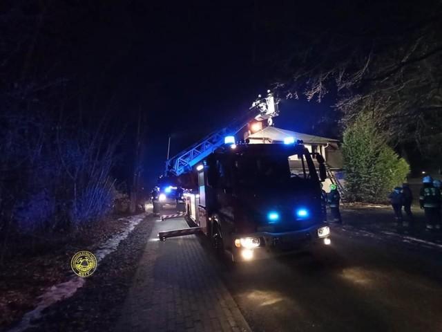 Pożar budynku mieszkalnego w Krupskim Młynie. Siedem osób zostało ewakuowanych.