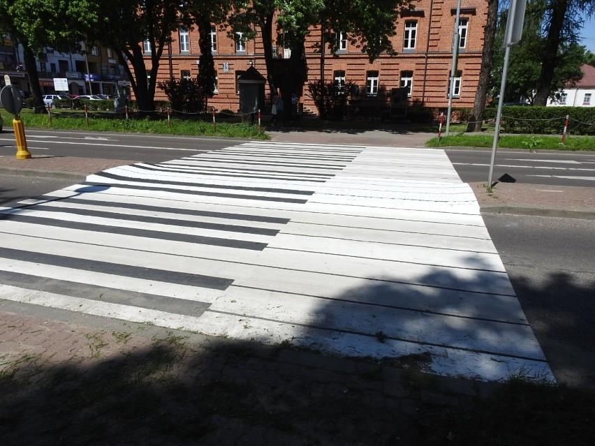 Łomża. Klawisze fortepianu na przejściu dla pieszych. Nietypowa zebra powstała przy Szkole Muzycznej [zdjęcia]