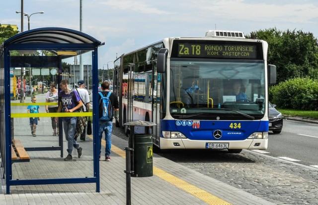 Od nieco ponad pół roku trwa remont torowiska w okolicach węzła na Szarych Szeregów w Bydgoszczy. W nocy z 18 na 19 rozpocznie się najważniejszy etap inwestycji. Drogowcy wprowadzą wiele zmian, które utrudnią ruch samochodów i autobusów.   Jakie utrudnienia czekają kierowców? Sprawdźcie na kolejnych slajdach! >>>