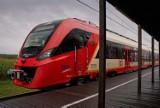 Wiemy kiedy do Warszawy trafią nowe pociągi dla SKM. Pierwszy Impuls 2 już odbywa testy. Newag spisuje się na medal