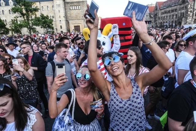 Nieco ponad 100 tysięcy osób studiowało w stolicy Wielkopolski w roku akademickim 2019/2020. Które uczelnie są najpopularniejsze? Ile osób na nich studiuje? Sprawdź poznański TOP 5. Przejdź dalej --->