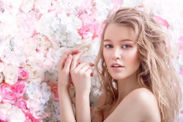 Pianka do włosów pomoże w stylizacji fryzury i utrzymaniu jej przez cały dzień. W zależności, na jakim efekcie końcowym nam zależy, taki rodzaj kosmetyku należy wybrać.