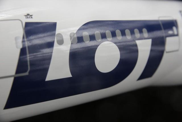 LOT zapowiada obniżki płat dla pilotów i pracowników pokładowych