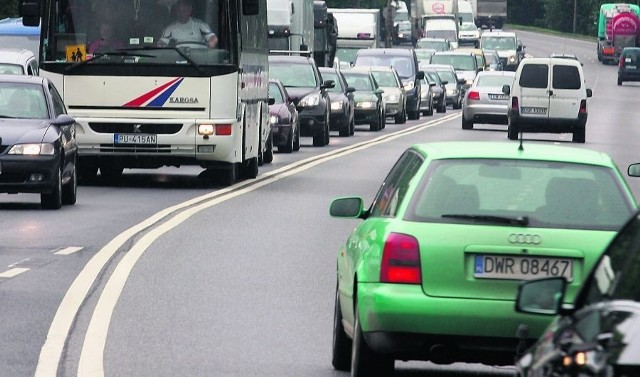 Aleja Karkonoska to jedna z najbardziej ruchliwych dróg. Przejeżdża nią 60 tys. aut dziennie