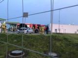 Gmina Łubowo. Wieczorny pożar auta na parkingu stacji paliw
