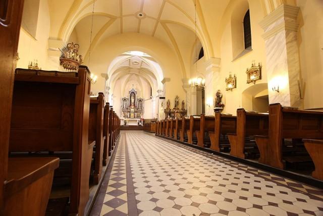 Ktoś poprzewracał świeczniki w kościele św. Mikołaja w Lublińcu. Sprawę bada policja