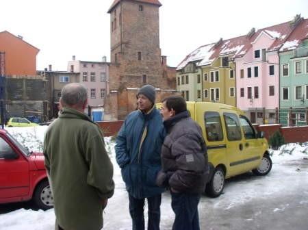 Mieszkańcy teraz często dyskutują na temat identyfikatorów zezwalającym im na parkowanie w pobliżu swoich posesji. Fot. Leszek Literski
