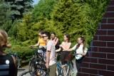 Uczniowie skierniewickiego Ekonomika kręcą kilometry dla miasta. Ruszyli na rajd rowerowy