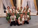 Hulają aż miło! Oto sekcja tańca hula z Wągrowieckiego Uniwersytetu Trzeciego Wieku