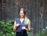 """Kolejna powieść osadzona w Rzeszowie! Karolina Winiarska wraca z książką """"W twoją stronę"""". Rzeszowska pisarka dobrze oceniana przez krytyków"""