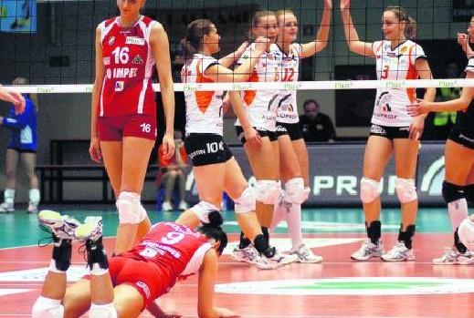 W pierwszym meczu siatkarki z Wrocławia były bezradne w starciu z zawodniczkami BKS Aluprof.