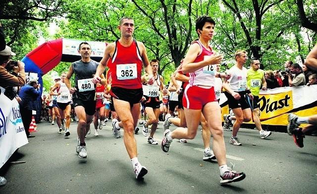 W 2009 roku maraton we Wrocławiu ukończyły 1733 osoby
