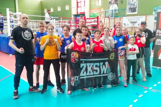Jak zwykle zawodnicy Żarskiego Klubu Sportów Walki przywieźli z tych zawodów sporo medali.