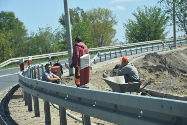Obecnie  drogowcy pracują m.in. w rejonie wsi Występ