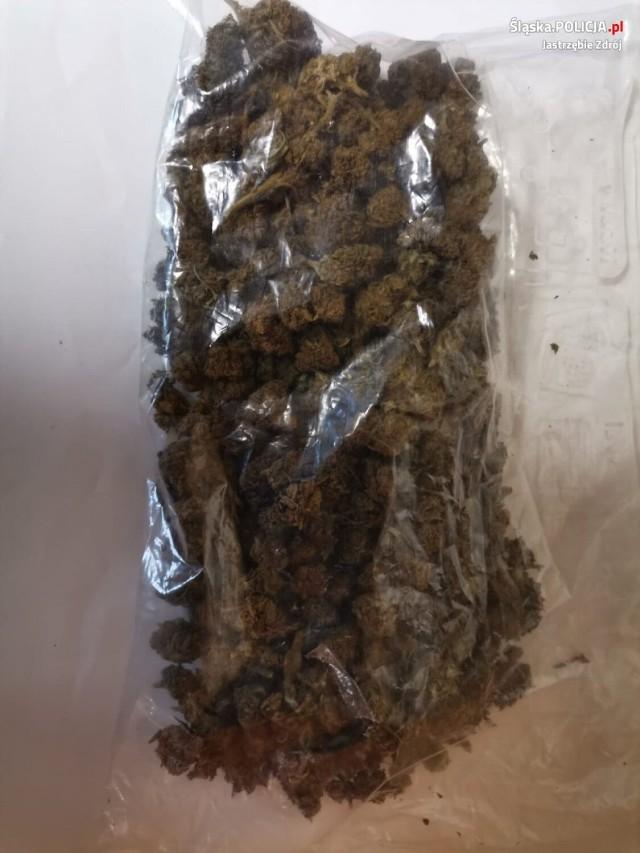 Zabezpieczone u 26-latka narkotyki trafiły do badań.