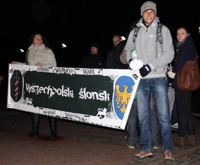 Około 30 osób wzięło dziś (16 listopada) udział w manifestacji ...