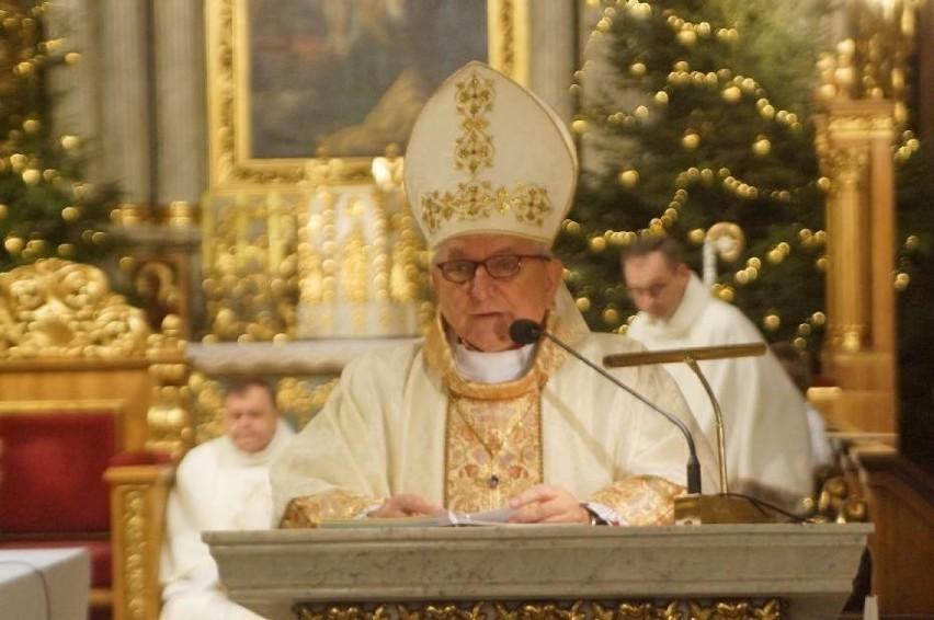 Odnalazł się biskup Edward Janiak. Wbrew zakazowi Watykanu wciąż przebywa na terenie diecezji kaliskiej.