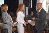 Gmina Dobrzyca. Absolwenci szkół podstawowych nagrodzeni. Zdolna młodzież odebrała stypendium burmistrza