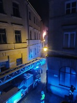 Pożar kamienicy przy ul. Olejnej w Lublinie. Sąsiedzi wynieśli kobietę z płonącego budynku. Mamy zdjęcia!