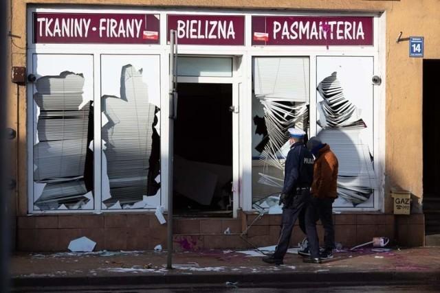 """Stanisław G. w zlikwidowanym salonie gier hazardowych W Sępólnie, wybił szyby i zniszczył sprzęt. W centrum, w """"biały dzień"""""""