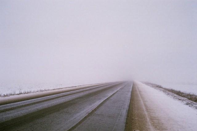 W czwartek IMGW ostrzega przed niesprzyjającymi warunkami pogodowymi dla kierowców