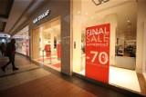 Wyprzedaże w sklepach od 1 lutego. Po otwarciu galerii przeceny są rekordowe!
